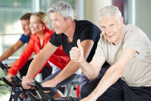 انتخاب دوچرخه ثابت مناسب برای سالمندان