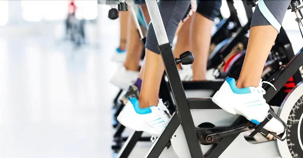 ۷ مزیت بزرگ ورزش کردن با دوچرخه ثابت