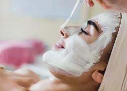 درمان منافذ باز پوست با بخور صورت و ماسک خانگی